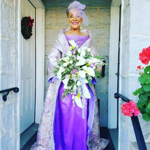 86-летняя невеста вышла замуж в потрясающем платье собственного дизайна!