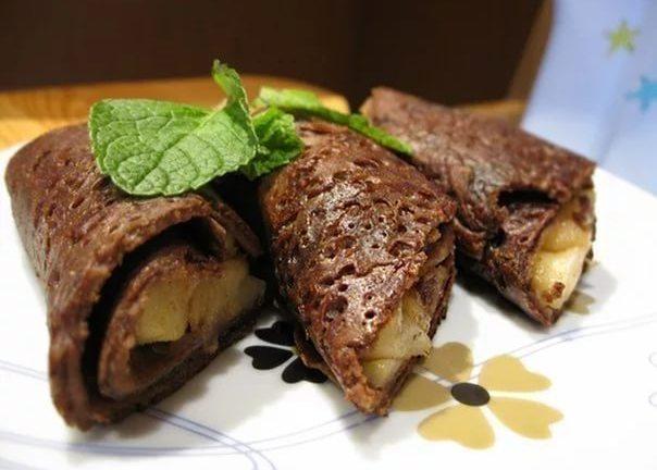 Шоколадные блинчики с яблочным припеком
