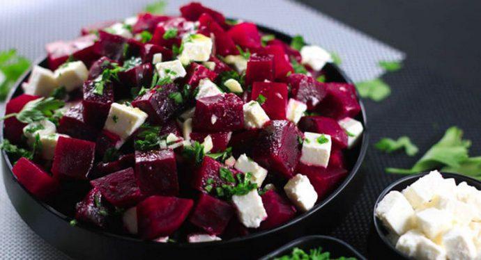Как приготовить итальянский изыск из обычной свеклы и еще 5 рецептов феерических салатов
