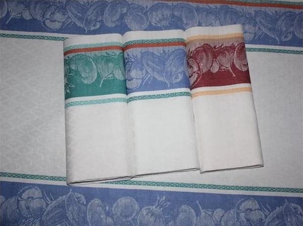 Как отстирать кухонные полотенца с помощью микроволновки. Стали словно новые!