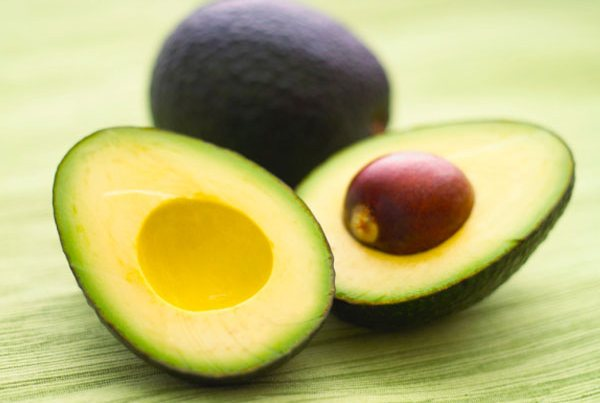 Авокадо - несомненный лидер среди продуктов, которые замедляют старение