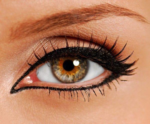 Чтобы визуально увеличить ваши глаза, не допускайте эти 10 ошибок в макияже!