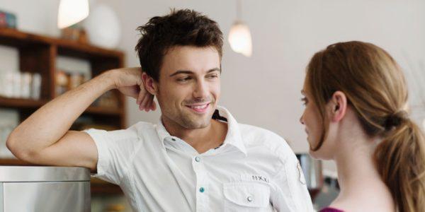 Как влюбить в себя человека за несколько минут: психологический трюк!