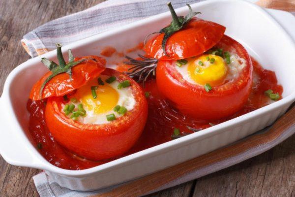 Яичница в помидорах - завтрак для всей семьи простой и питательный!