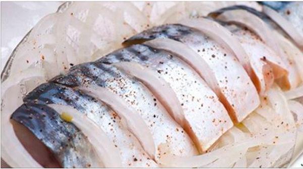 С этим рецептом вы забудете о покупной рыбке - скумбрия получается нежной и вкусной!