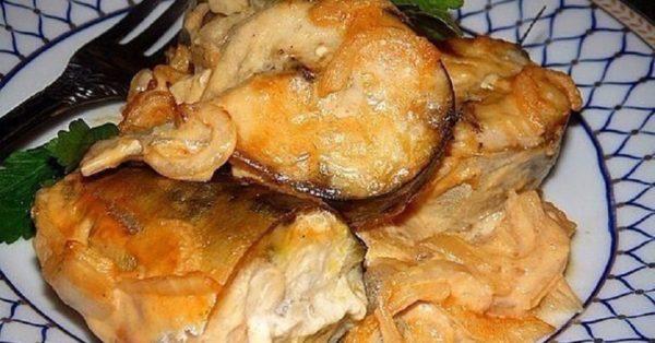 Это блюдо можно подавать с любым гарниром: скумбрия в горчичном соусе - она просто фантастика!