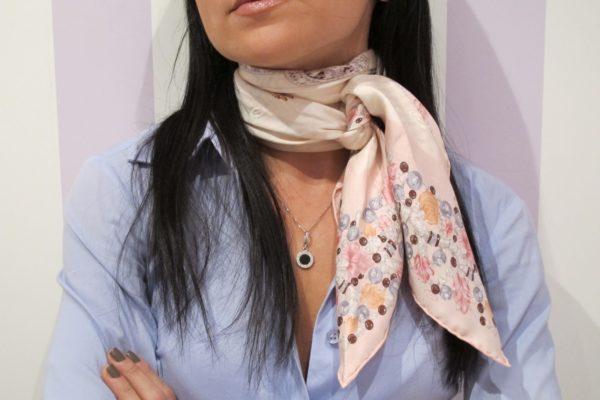 Учимся завязывать платок у француженок: 15 стильных образов!