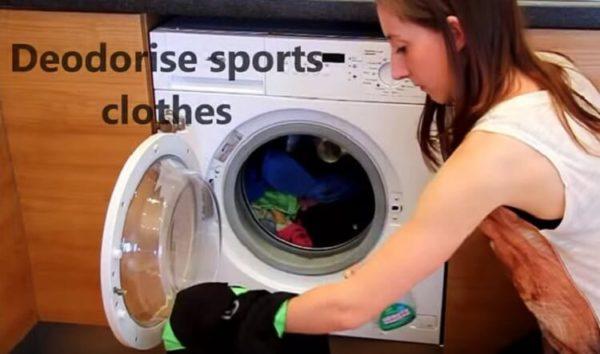 Хозяйки оценят: вот что произойдет, если налить в стиральную машинку уксус...