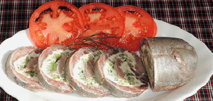 Вкусный и необычный рулетик из селедочки: быстро и легко приготовить!