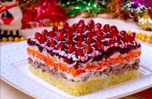 10 самых вкусных и необычных новогодних салатов - составьте своё праздничное меню!
