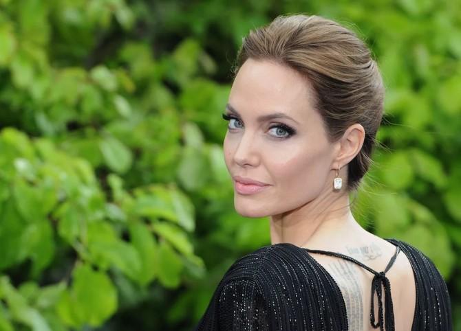 Безжалостная диета Анджелины Джоли - что и сколько ест самая стройная голливудская актриса?