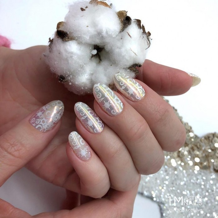 Для новогоднего настроения - волшебные идеи нюдового маникюра со снежинками!