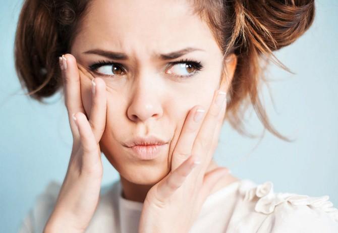5 вредных привычек, которые вызывают появление морщин даже у молодых девушек