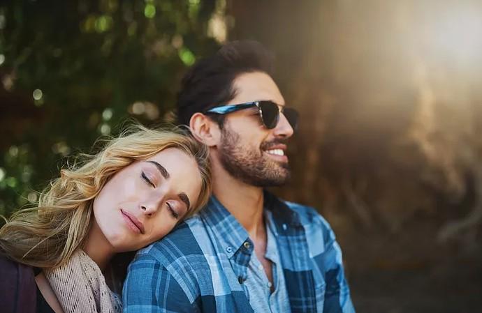 3 признака, по которым можно понять, что ваш партнер всё ещё любит вас