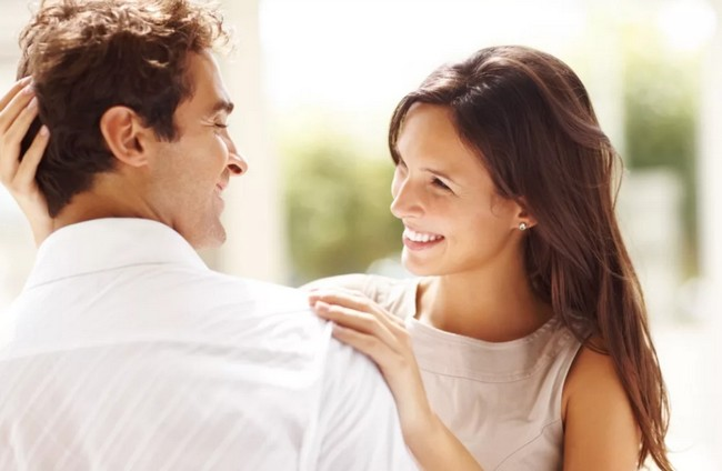 Как привлечь внимание мужчины - маленькие женские хитрости