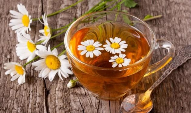 Красивая кожа, спокойный сон: ромашковый чай — новый суперпродукт!
