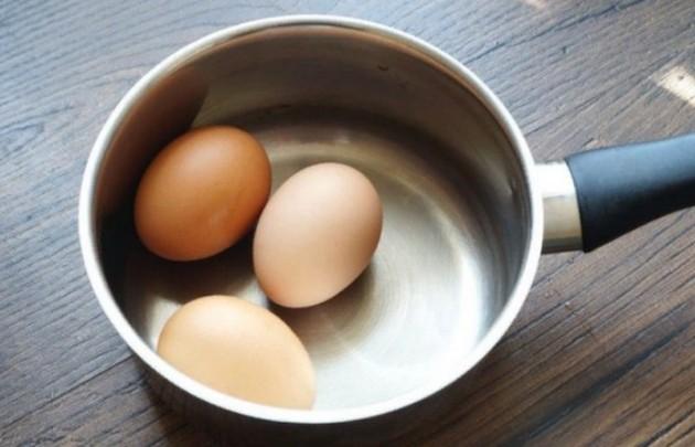 """Всмятку, """"в мешочек"""", вкрутую: как правильно варить яйца"""
