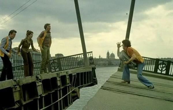 «Осторожно, рыбку задавишь»: мало кто знает, что съёмки «Приключений итальянцев» были настоящим квестом